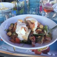 La salade César de Sylvie ( ne vous fier pas à la bouteille d'eau, regardez le verre)